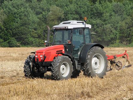 Abilitazione alla guida dei trattori, altro balzello da 150 euro per il mondo agricolo